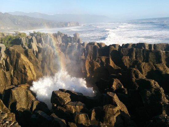 Pancake Rocks and Blowholes Walk: Pancake Rocks Blowhole