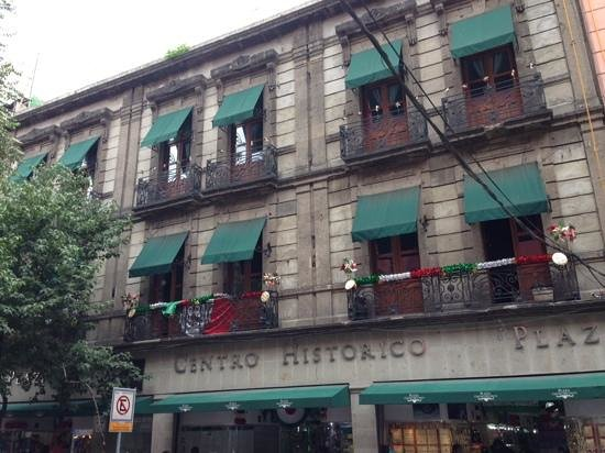 Mexico City Hostel: from outside and balkonys