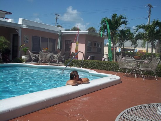 Hotel Cabana Clearwater Beach: The pool is relaxing!!