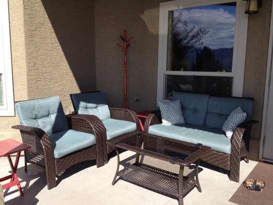 Bella Luna bed and breakfast: Outdoor seating area with view