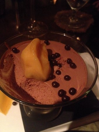 Vintage Restaurant: Mousse cracking around the edges showing signs of setting in the fridge too long! Did not taste