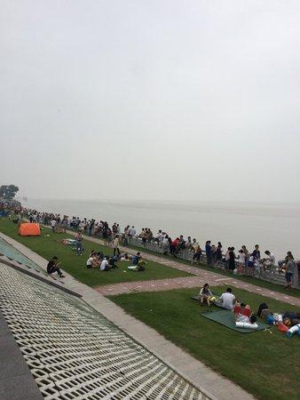 Qiantang Tide : 到着したら既に人がいっぱい