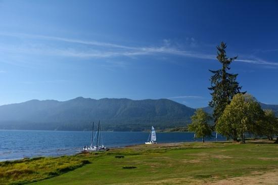 Rain Forest Resort Village: the lake