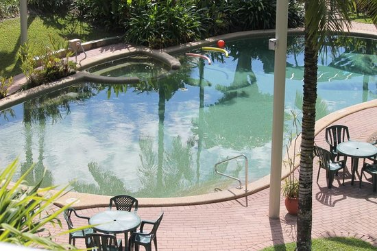 Cairns Beach Resort: Resort pool and gardens