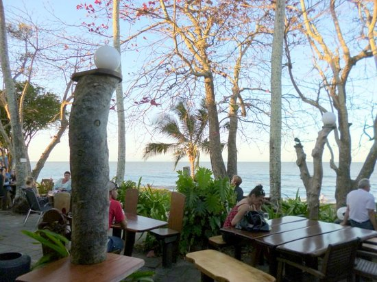 Cairns Beach Resort: Straight on the Beach Cafe