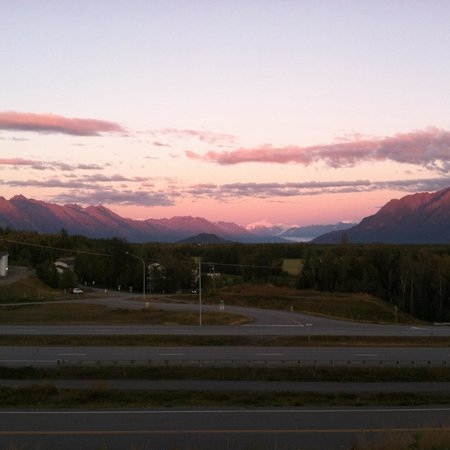 Alaska Garden Gate B & B: Lovely view and loud highway