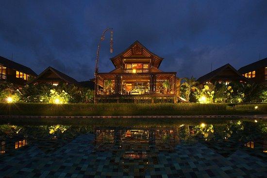 Sanak Retreat Bali: Sanak Kitchen Restaurant Night Shot