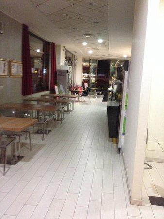 S Hotel: .