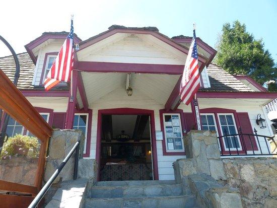 Arrowhead Lake Inn: entrance