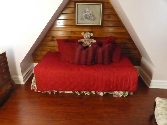 Arrowhead Lake Inn: sitting room