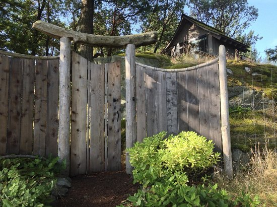 Hummingbird Hill Bed & Breakfast : Gateway to the teahouse path