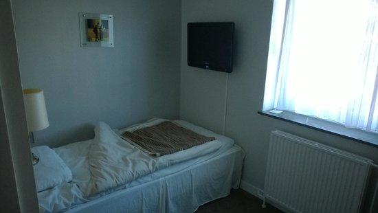 Hotel Osterport: Кровать+тв