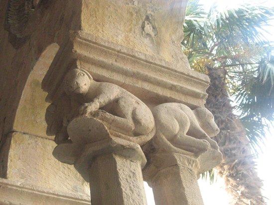 Franciscan Monastery: Column details