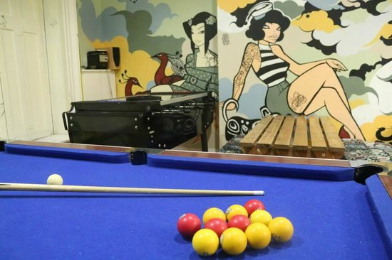 Global Village: Billiards