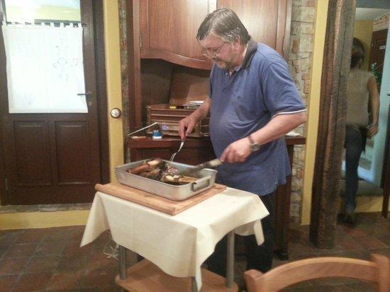 Varzi, Italy: Stinco di vitello cotto in forno a legna 01