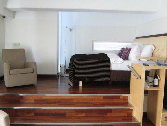 Radisson Blu Seaside Hotel, Helsinki: Кровать на возвышении)