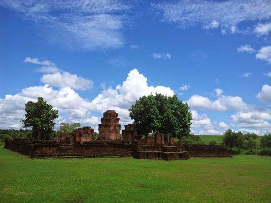 Non Din Daeng, تايلاند: ปราสาทหนองหงส์