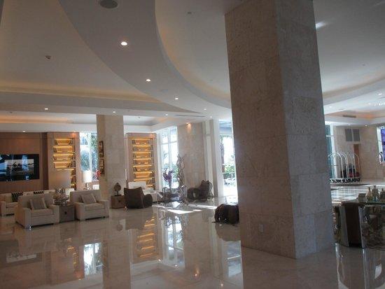 Grand Beach Hotel Surfside : hall