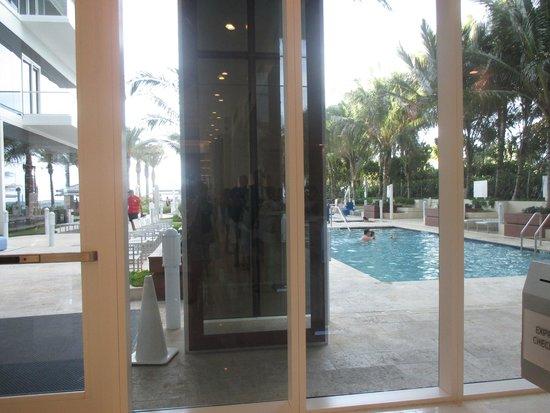 Grand Beach Hotel Surfside : petite piscine du bas nous n'avons pas visité celle du haut qui est résernée aux adultes