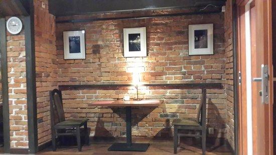 Atelier Aparthotel : bunker-type space for breakfast