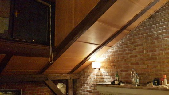Atelier Aparthotel : Room view - high window, no view