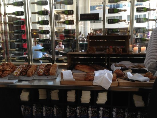 Skt. Petri: Great breakfast: freshly-baked Danish rye breads.