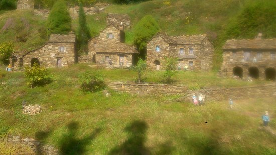 Le ron des fades village miniature: Une vue