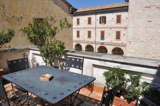 Vicolo Santa Chiara: Scorcio dal terrazzo app.