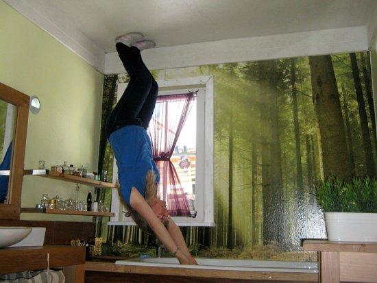 jumping the bath obr zek za zen haus steht kopf schwaz tripadvisor. Black Bedroom Furniture Sets. Home Design Ideas