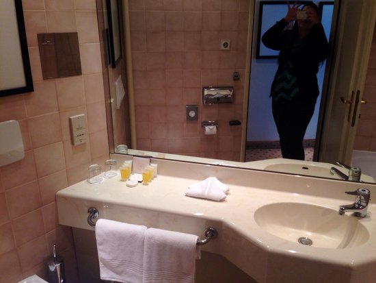 Corinthia Hotel Prague : Bathroom