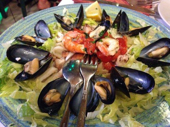 La Scogliera: Antipasto di insalata di mare