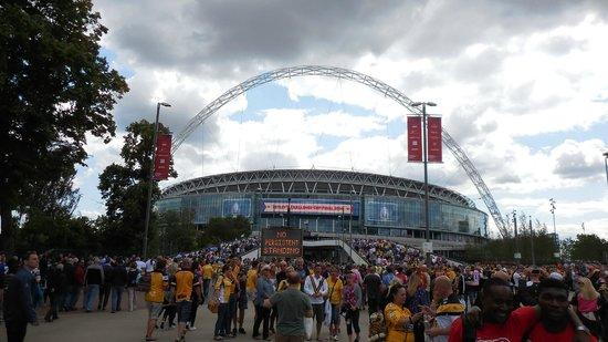 Wembley Stadium: Stadium viewed from Olympic Way