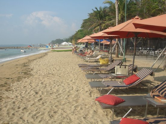 Segara Village Hotel: The beach