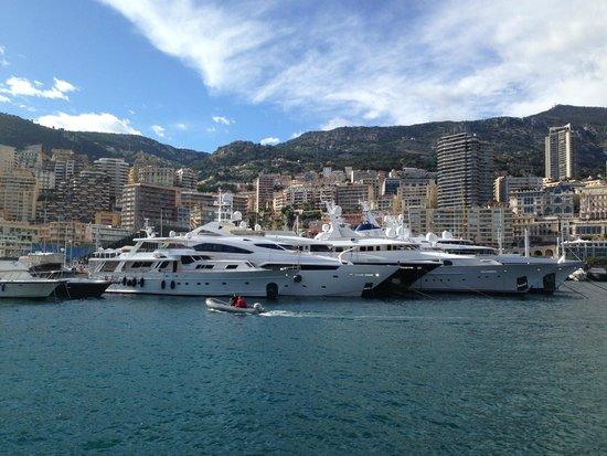 Monte Carlo Harbor: Der Marina Port Hercule von Monte Carlo / Monaco