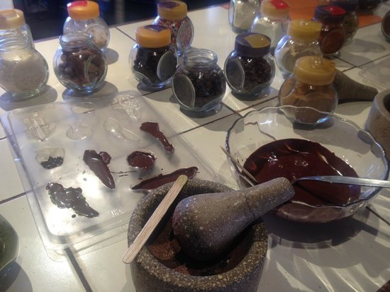 ChocoMuseo: Making our own chocolate truffles
