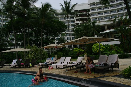 Shangri-La's Rasa Sentosa Resort & Spa: The Pool was the best bit about the hotel
