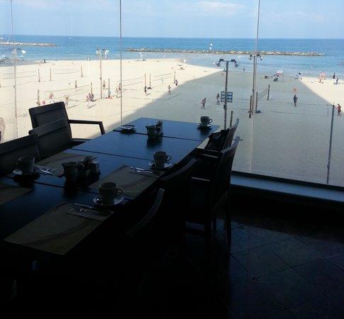 Crowne Plaza Tel Aviv Beach: Breakfast view