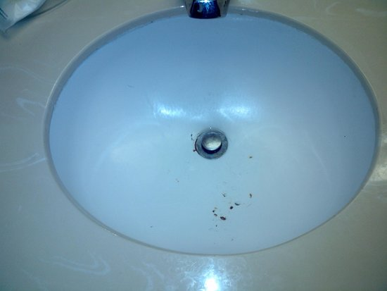 Comfort Inn Midtown: stained sink