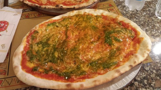 Pizzeria La Smorfia: Pizza al pesto