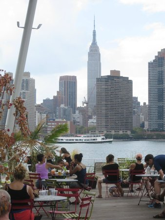 Streetwise New York Tours: Hunter's Point South Park