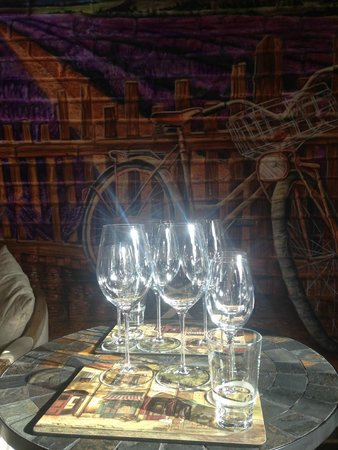 Wine boutique salon de provence almaty 2018 all you need to know before you go with photos - Magasin meuble salon de provence ...