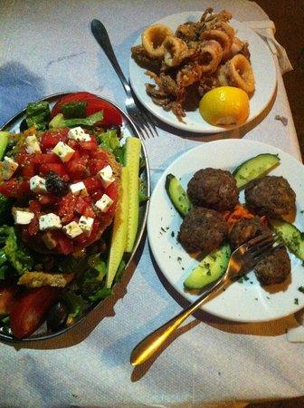 Ouzerie Restaurant Karnagio : dinner table