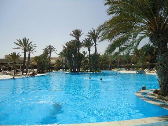 Zita Beach Resort: Piscine 1