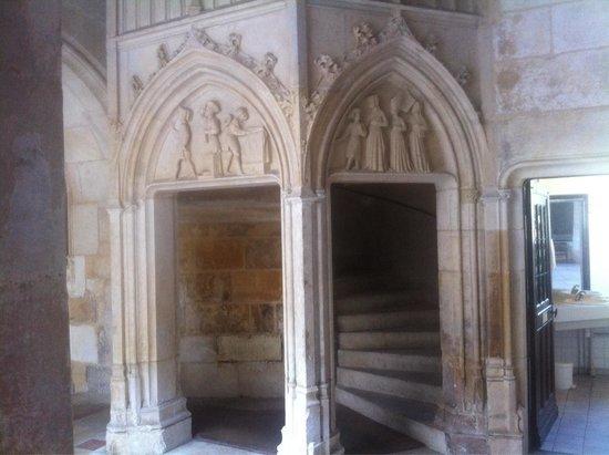 Palais Jacques Coeur : Escalier cour