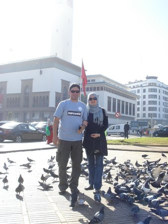 Square of Mohammed V : With Pigeons