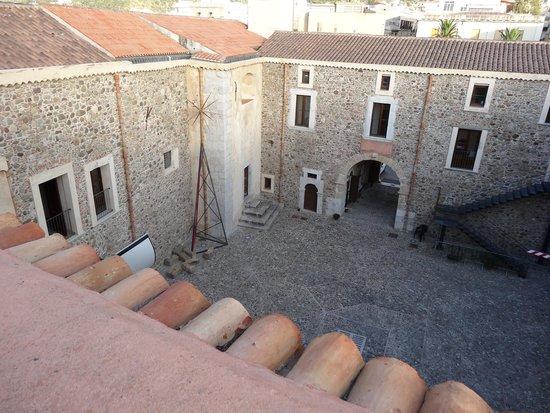 Castello Gallego : La cour