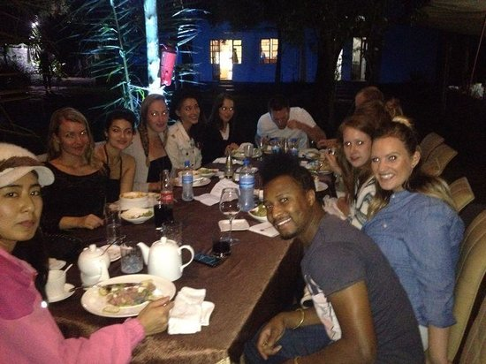 Ujamaa Hostel: Dinner with volunteers