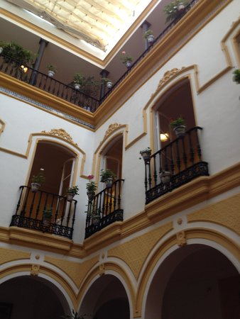 Hotel Abanico Sevilla: interno visto dalla hall