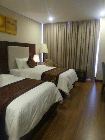 Minh Toan Galaxy: Chambre avec fenêtre et vue sur la ville