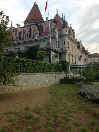 Le Chateau d'Ouchy: Le chateau from outside 1
